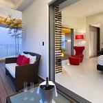 Ultra Mousai Corner Suite